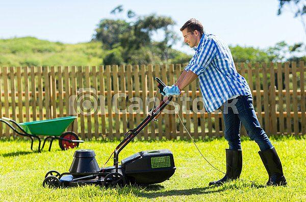 чего нельзя делать при работе с газонокосилкой