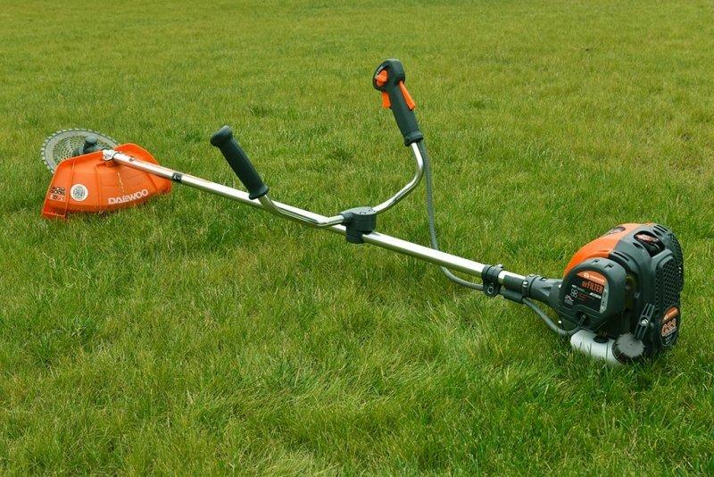 как выбрать триммер для травы бензиновый