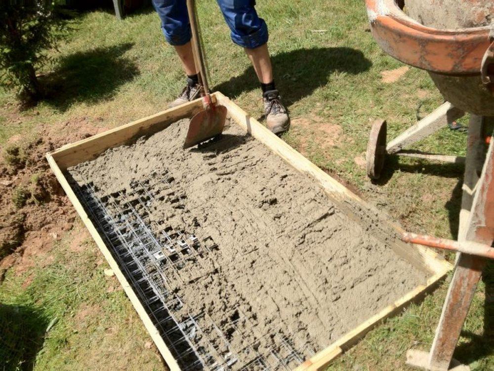 Подготовка фундамента под барбекю.