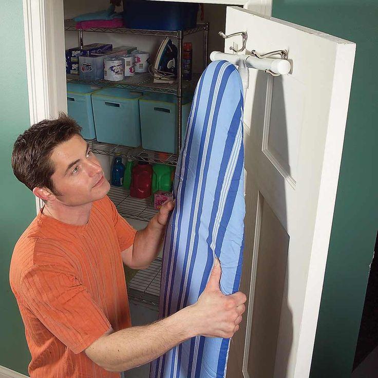 Хранение гладильной доски в подвешенном состоянии