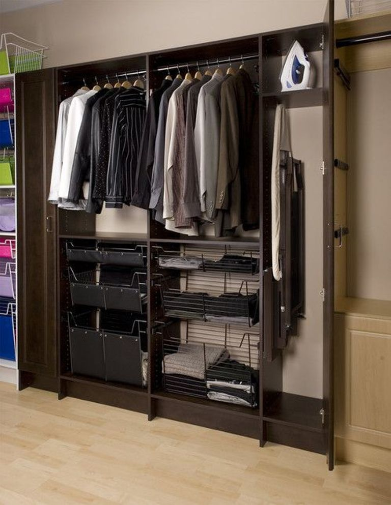 Хранение гладильной доски в шкафу