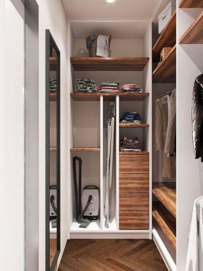 Хранение гладильной доски в кладовой