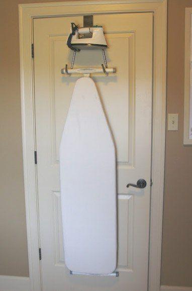 Хранение гладильной доски на двери