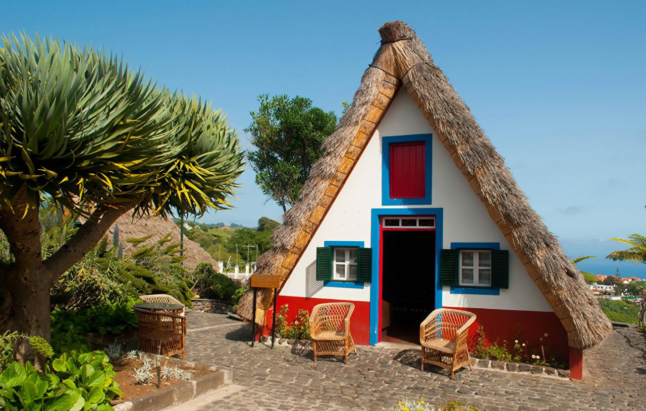 Portugal_Houses_Madeira_Design_Armchair_526968_1280x816