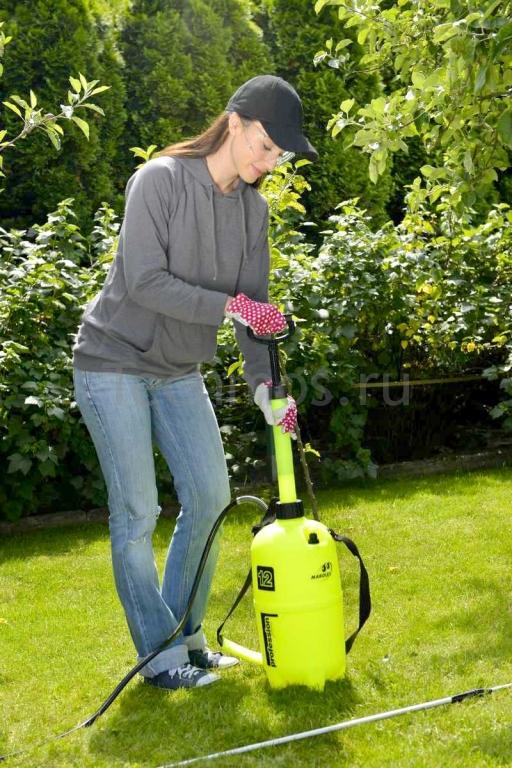 как работает опрыскиватель для сада помповый