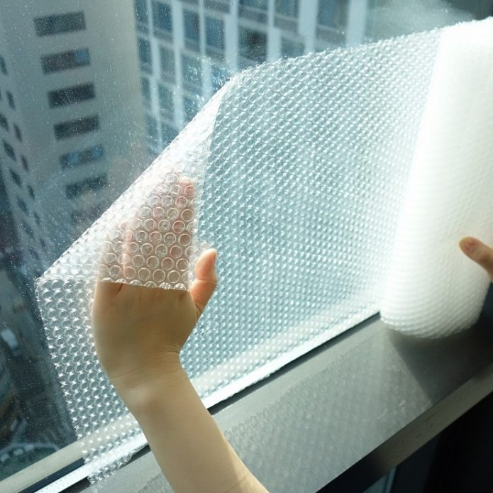 Плёнка на окне.