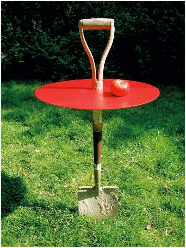 садовый столик из сломанной лопаты